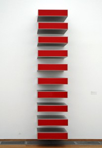 Untitled (Vertical Progression / 10 x red), œuvre de Donald Judd (1928-1994)