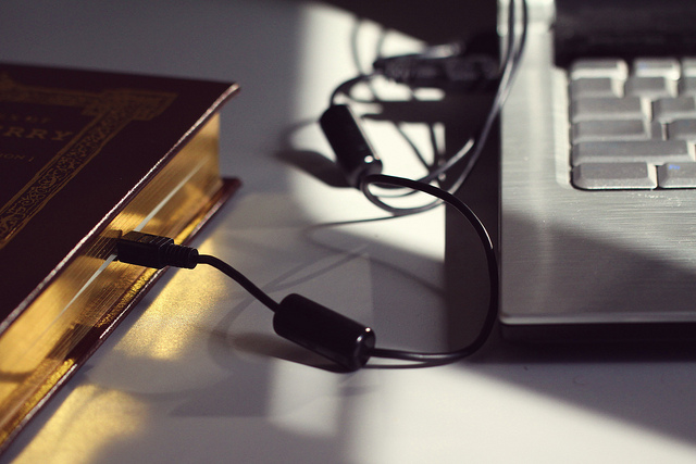 Reading in the Digital Age, Matt Katzenberger (CC BY-NC-SA 2.0)